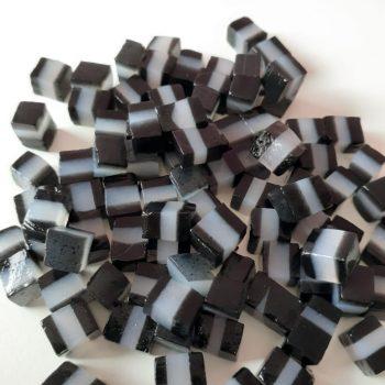 jelly-kotak-hitam-putih-hitam (1)